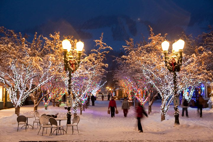 Lux travel festive destinations to celebrate the holidays for Places to visit during christmas in usa