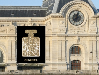 Chanel No.5 bottle to don Musée d'Orsay in Paris