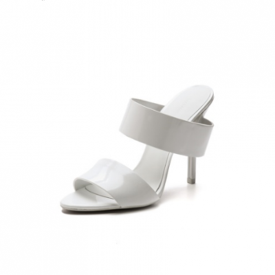 Minimalist Leather Sandals | LadyLUX - Online Luxury Lifestyle, Technology and Fashion Magazine