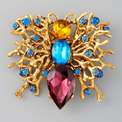 Fall 2012 trend: The brooch! | LadyLUX - Online Luxury Lifestyle, Technology and Fashion Magazine