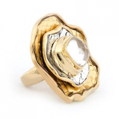 Gold Flower Ring | LadyLUX - Online Luxury Lifestyle, Technology and Fashion Magazine