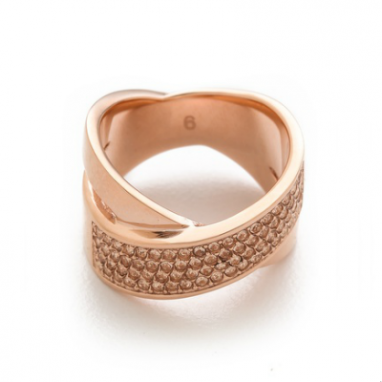 Elegant Crisscross Ring